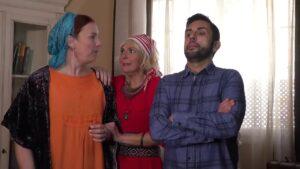 foto de los tres protagonistas de la web serie cada uno con su tara asustados