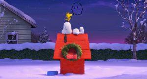 Snoopy, tumbado sobre su casetilla roja.